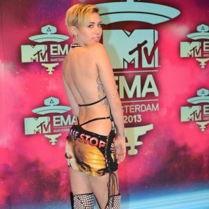 miley cyrus sticking tube in pussy