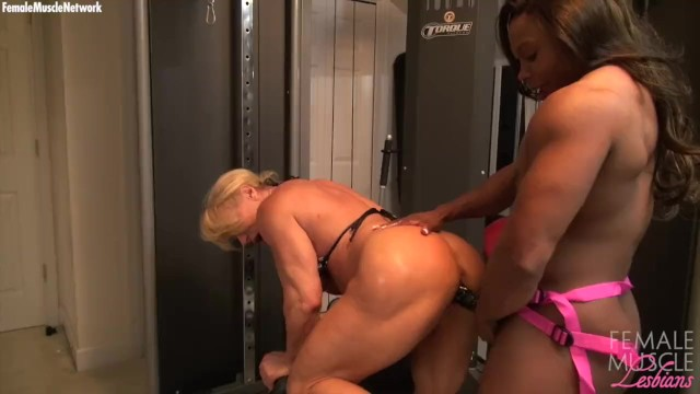 Naked muscled woman dild