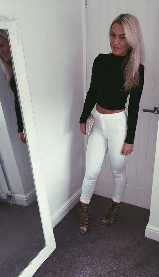 Sexy babe in jeans